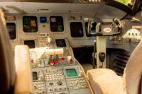 CL 850 8068 cockpit detail